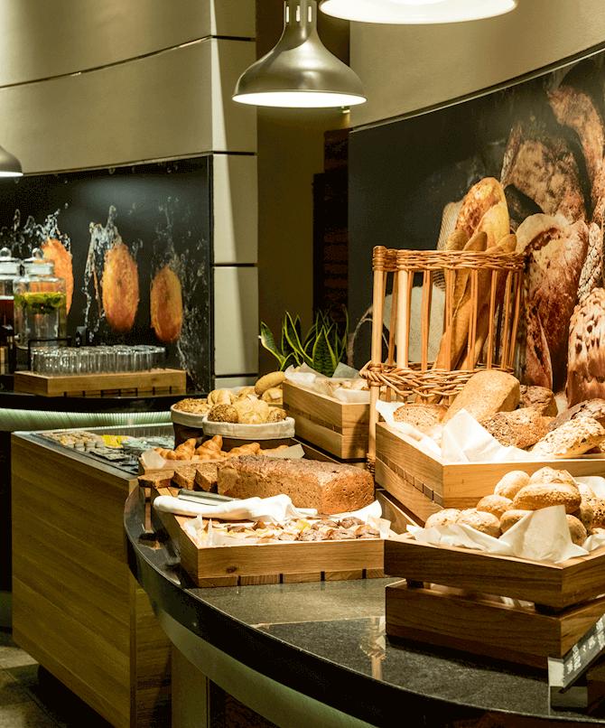 Bufet śniadaniowy w restauracji Brasserie