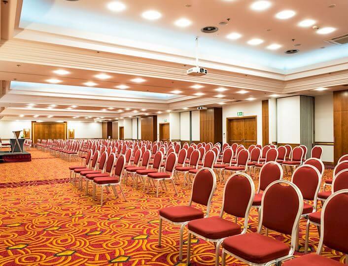 Sala konferencyjna na największe spotkania do 450 osób w układzie teatralnym.